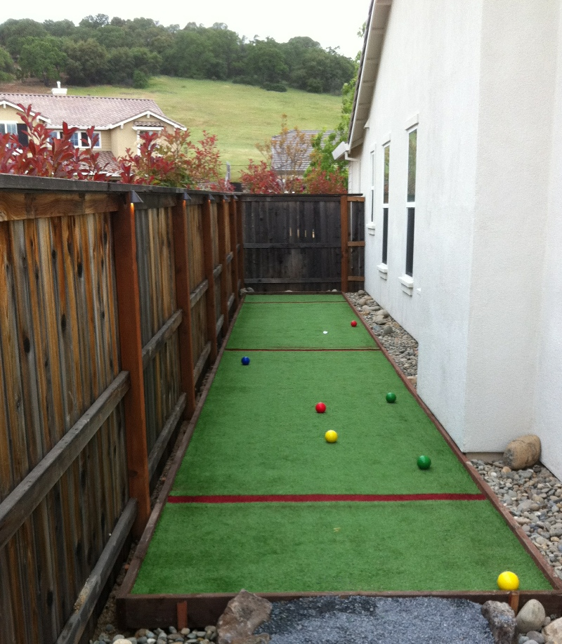 SIDE-YARD-ARTIFICIAL-TURF-GRASS-BOCCE-COURT