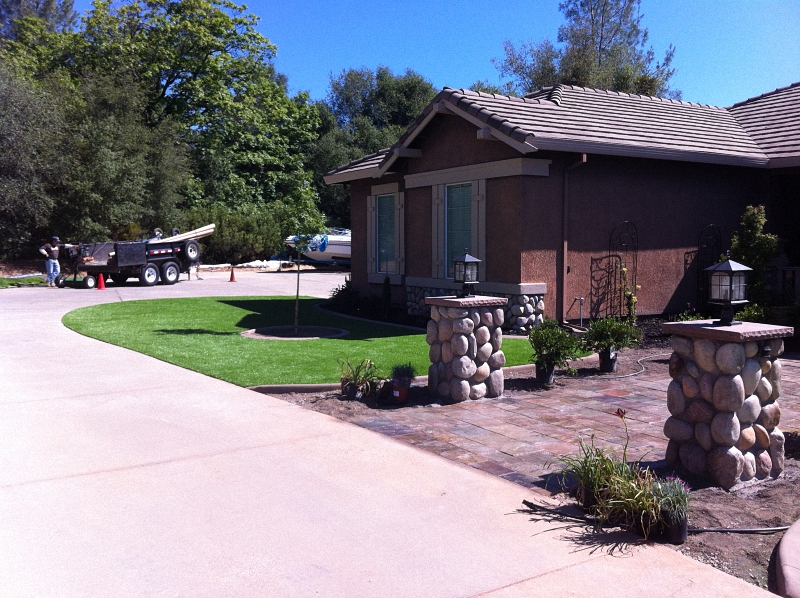 ARTIFICIAL-TURF-GRASS-LAWNS-FRONT (14)