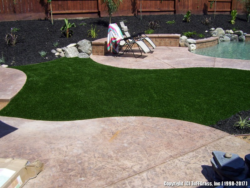 TUFFGRASS-ARTIFICIAL-LAWNS-POOLSIDE (3)