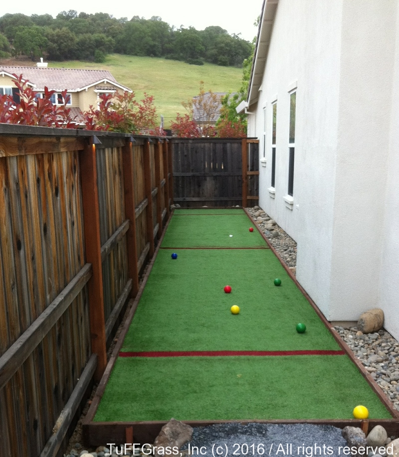 SIDE-YARD-ARTIFICIAL-TURF-GRASS-BOCCE-COURT-01